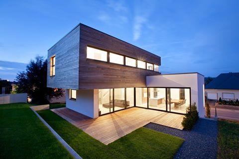 Architectour Musel II 07: Schwebsingen – Maison Unifamiliale  La maison d'habitation à basse énergie construit en blocs de béton cellulaire se distingue par sa clarté d'expression et pas sa disposition des pièces.  Architectes: HSA - HEISBOURG + STROTZ ARCHITECTES SARL. Ingénieurs-conseils: T6 - NEY & PARTNERS SARL. Suivez quatorze itinéraires à travers le Grand-Duché et découvrez 294 projets d'architecture exemplaires sous http://architectour.lu/