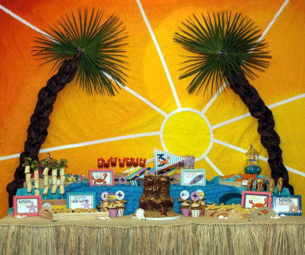 Vintage Beach Party: Amy Atlas Feature  http://mimisdollhouse.com/vintage-beach-party-amy-atlas/