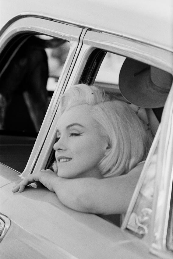 Marilyn Monroe in the Nevada desert during the filming of The Misfits. Photo by…