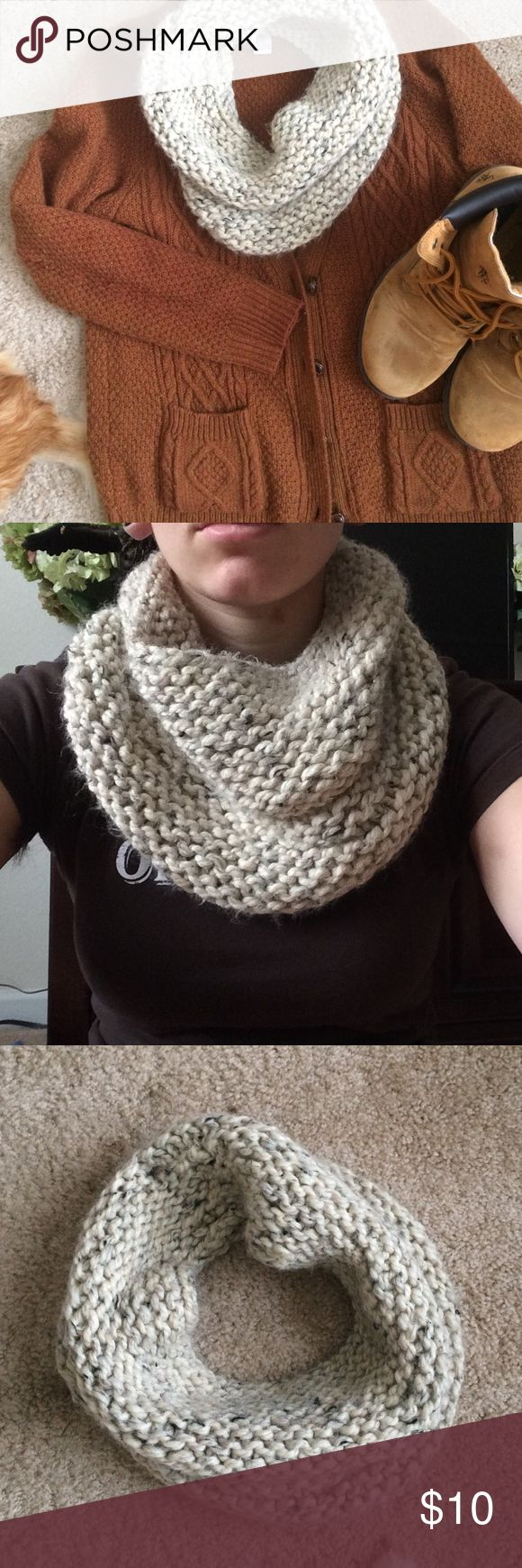 ✨5 for $15✨Chunky knitted cream cowl I knitted this cowl when I first started knitting so it's a little wonky in some places (see pictures) but it still looks super cute on!! Perfect for fall and winter with a cardigan and boots 💕 American Apparel Accessories Scarves & Wraps