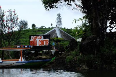 Paket Wisata Bandung Selatan Murah, Batu Cinta Situ Paatenggang. visit www.qinanatour.com
