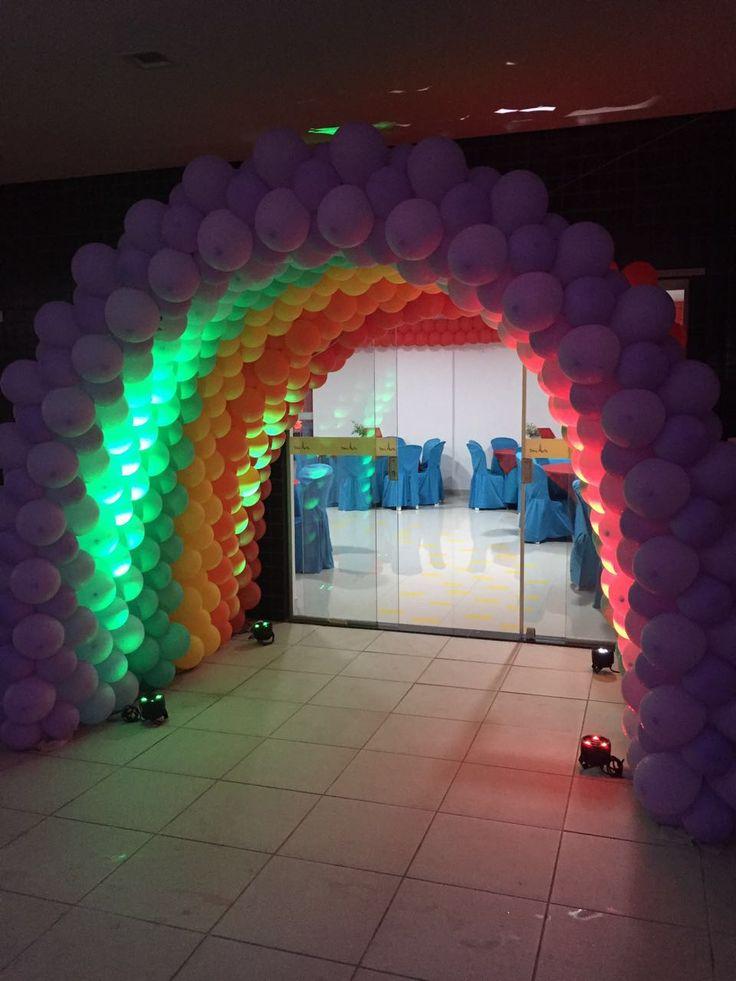 arco iris de baloes para o tema Magico de OZ