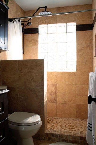 Ducha sin mampara con muro de obra e iluminaci n natural for Ideas para banos con ducha