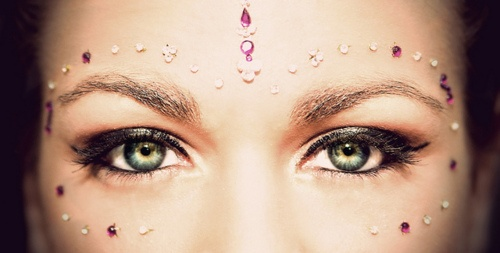 gopi dot decoration with bindi