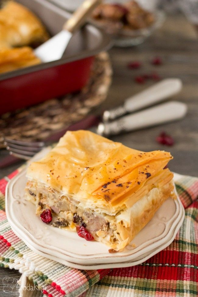 Christmas Turkey and Stuffing Pie Recipe - Χριστουγεννιάτικη Πίτα με Γαλοπούλα, Κάστανα, Σταφίδες, Κουκουνάρια και Κράνμπερυ