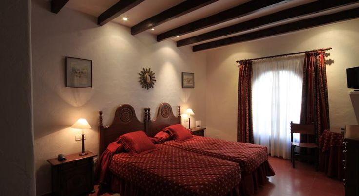 Petit Hotel Ses Rotges Cala Ratjada Situated 500 metres from Son Moll Beach, this restored 18th-century mansion has beautiful gardens and a gourmet restaurant. Rooms feature rustic-style décor, plasma-screen satellite TV and a balcony.