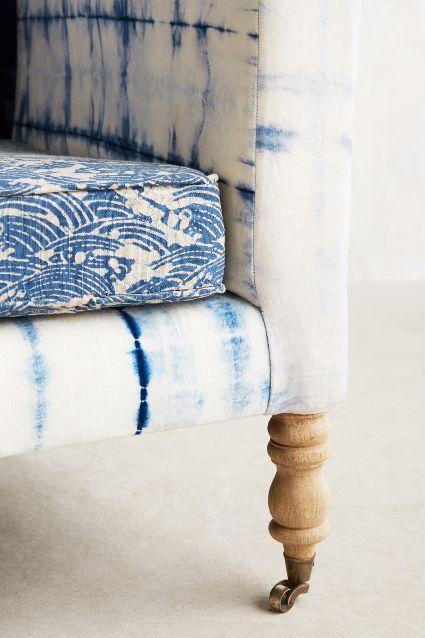 + Hand-Dyed Shibori Sofa.Un día me lio la mata a la cabeza y me hago mi tela para tapizar mis sofás!!!!.