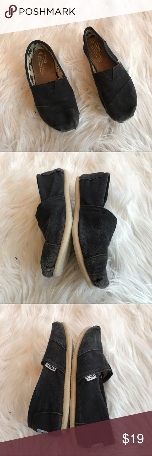 ❤️❤️ BLACK CANVAS TOMS B1 Does not come with original box Condition: These have been worn and are slightly dirty/ some wear in toe area Heel height:none  Material: canvas  Item location: bin 1   **bundles save 10%** no trades/no modeling/no asking for lowest TOMS Shoes Flats & Loafers