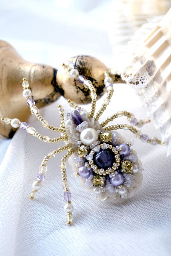 Agija Rezcova. Spider brooch. Nature jewelry insect by BeadedNatureJewelry #AgijaRezcova