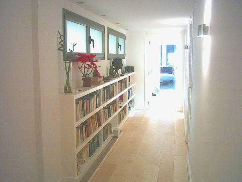 iluminación exterior y doble uso del pasillo
