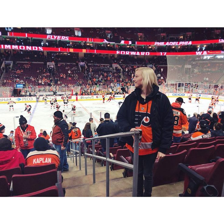Get you someone who looks at you the way I look at the Wells Fargo Center.   #overwhelmed #actuallybitingmylip #homegame #truelove #letsgoflyers #philadelphiaflyers #wellsfargocenter #hockeyislife #