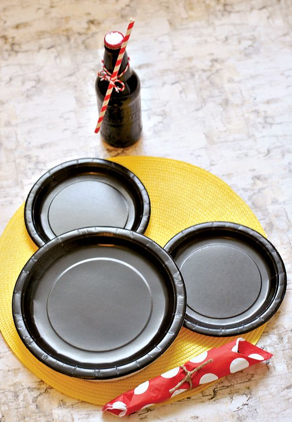 Classic & Crafty Mickey Mouse Birthday Party: Place settings Idea