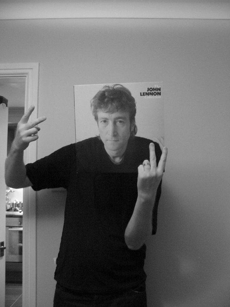 """El """"Sleeveface"""" o cómo realizar fotos sorprendentes utilizando viejas portadas de discos de vinilo. – La voz del muro"""