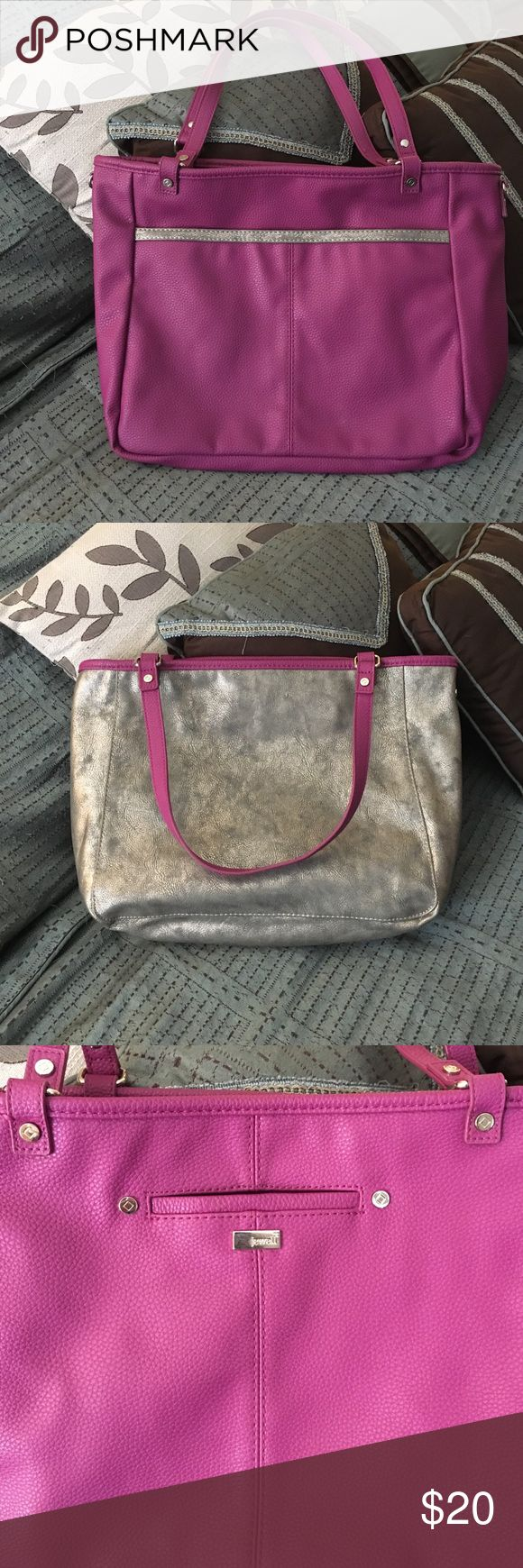 Reversible Handbag Great handbag for a woman on the go. Easily fits a couple of school books and your daily essentials. Thirty One Bags Totes
