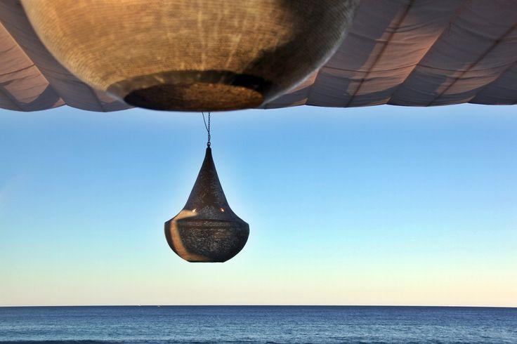 decoración balinesa en el espacio de moda de este verano