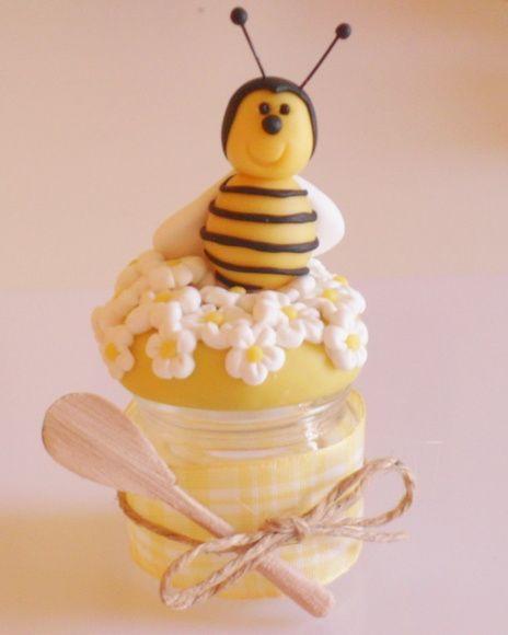 Potinhos de 40 gramas para mel, decorado em biscuit com fita e colherzinha de madeira. Pedido mínimo 20 peças R$ 7,20
