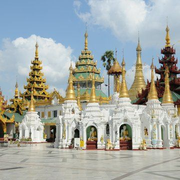 During your walk around of #Rangoon, you can not forget to visit the breathtaking golden Padoga #Shwedagon. The beauty of this padoga is unbelievable. We are always fascinated by the architectural abilities of our ancestors. #Myanmar