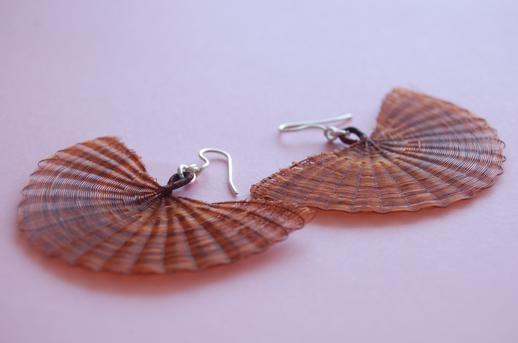 Big fan earring in mane (horse hair) and silver. Color: Natural nut.