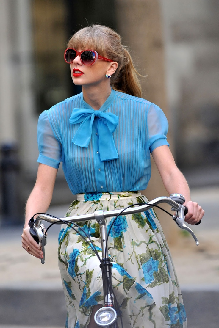 Taylor Swift, girlie/ vintage fashion
