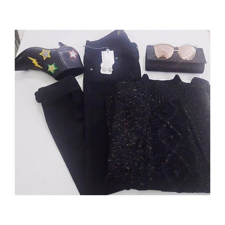 Adoro questo outfit .. infatti uno è mio !!!  pantalone stretto nero semplice scontatissimo a 15.00  maxi pull 15.00 occhiali 12.00 pochette brillantini 14.00