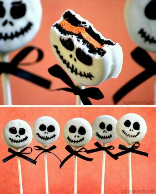 Halloween party ideas for kids... Oreo Skulls =)