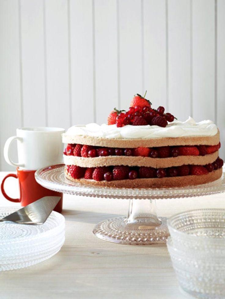 Iittala pop-up restaurants | ELLE Eten  En die taart ziet er wel heel lekker uit!