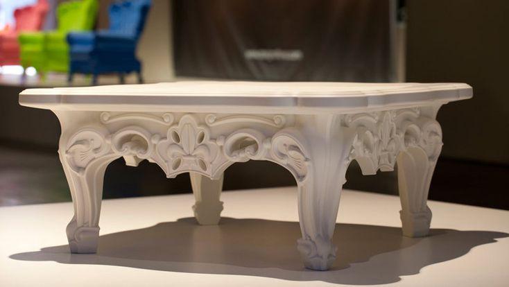 Il tavolino bar Duke of Love è un tavolino che si associa perfettamente allo stile rococò che fa parte dell'originale linea di prodotti Design of Love Collection. Un tavolino ideale per completare un arredamento bar moderno ma contemporaneamente con un tocco d'eleganza e un look d'epoca.