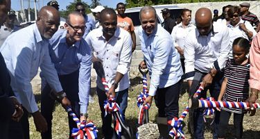 Dan inicio a construcción de centro logístico para pescadores de Boca Chica