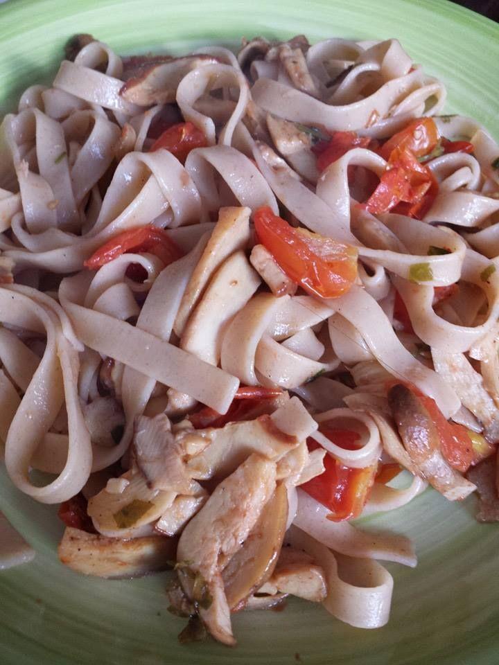 E buon pranzo a tutti... anche oggi fettuccine integrali fatte in casa ma questa volta con i funghi porcini e pachino :-) come sempre vi aspetto sul mio blog lamiadietablog.altervista.org