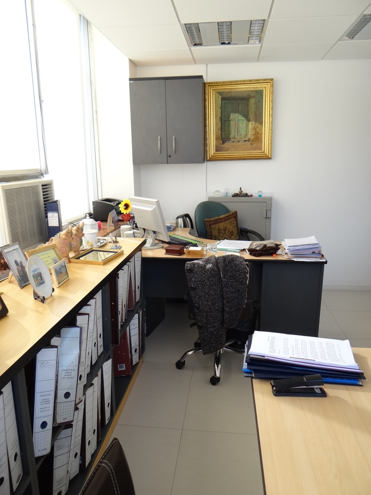 Mueble bajo para guardado y exhibici n de carpetas de for Carpetas para oficina