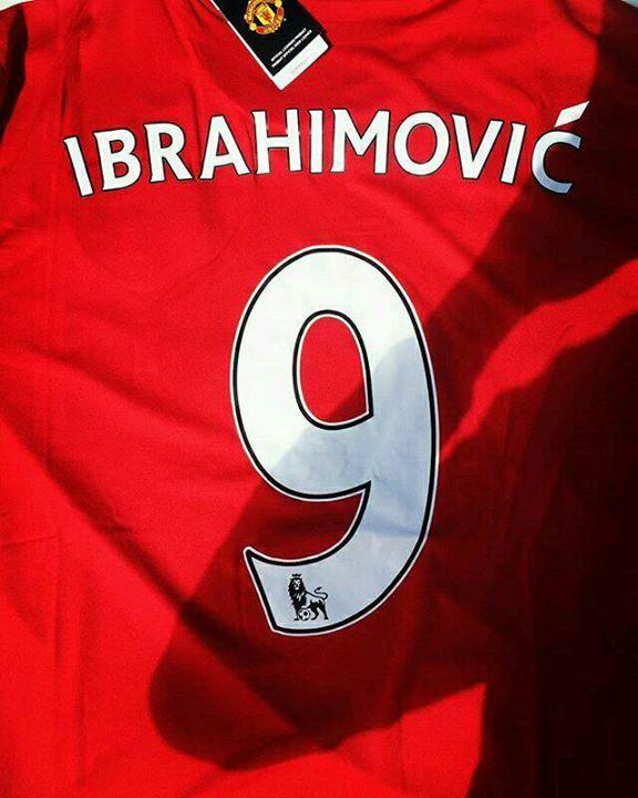 """OFICIAL. Zlatan nuevo jugador del Manchester United. Llevará el dorsal """"9""""."""