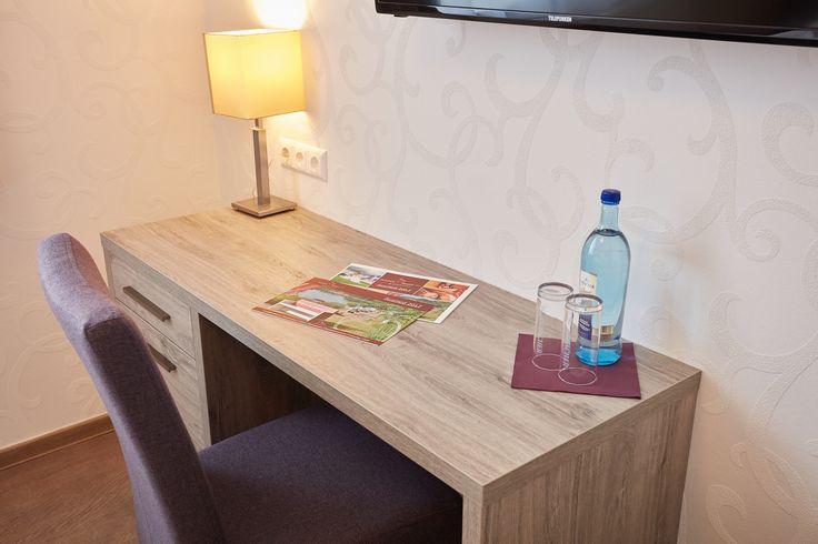 Alle unsere Zimmer sind mit Flat Screen TV-Geräten, Schreibtisch und Stuhl sowie kostenfreiem WLAN ausgestattet.