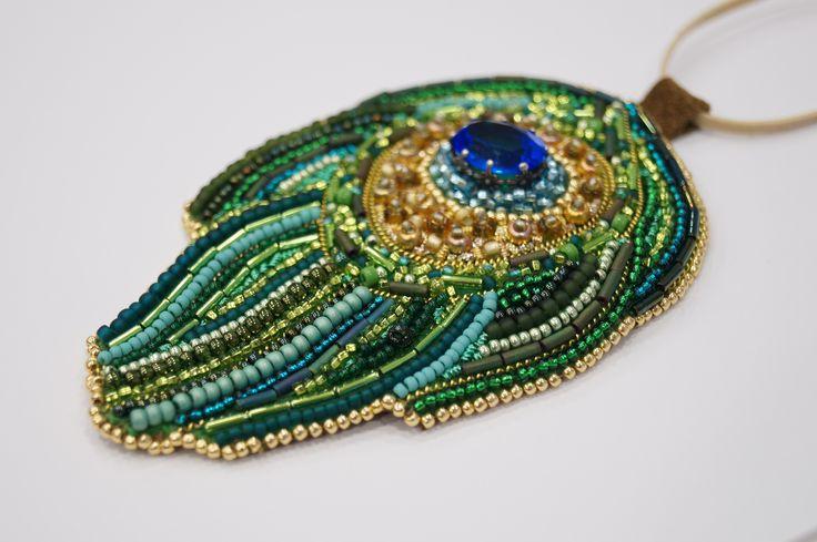 Изумрудное ожерелье ручной работы. Расшито бисером, бусинами и камнями. #явф #ручнаяработа #вышивка #ожерелье