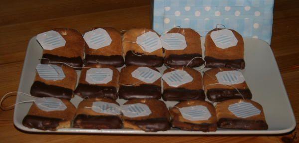 Biscotti facili a forma di bustina da the con tanto di scatola da the rivestita.....adorabile