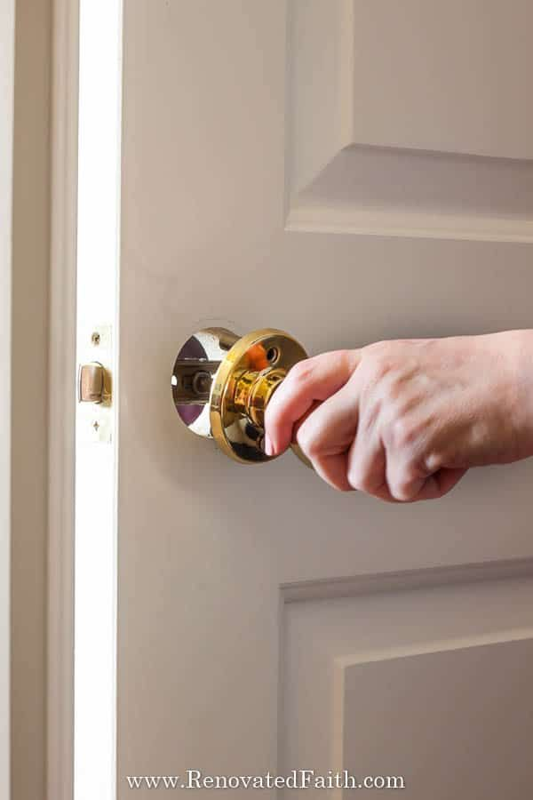 How to Spray Paint Door Knobs (Refinishing Door Hardware that Lasts