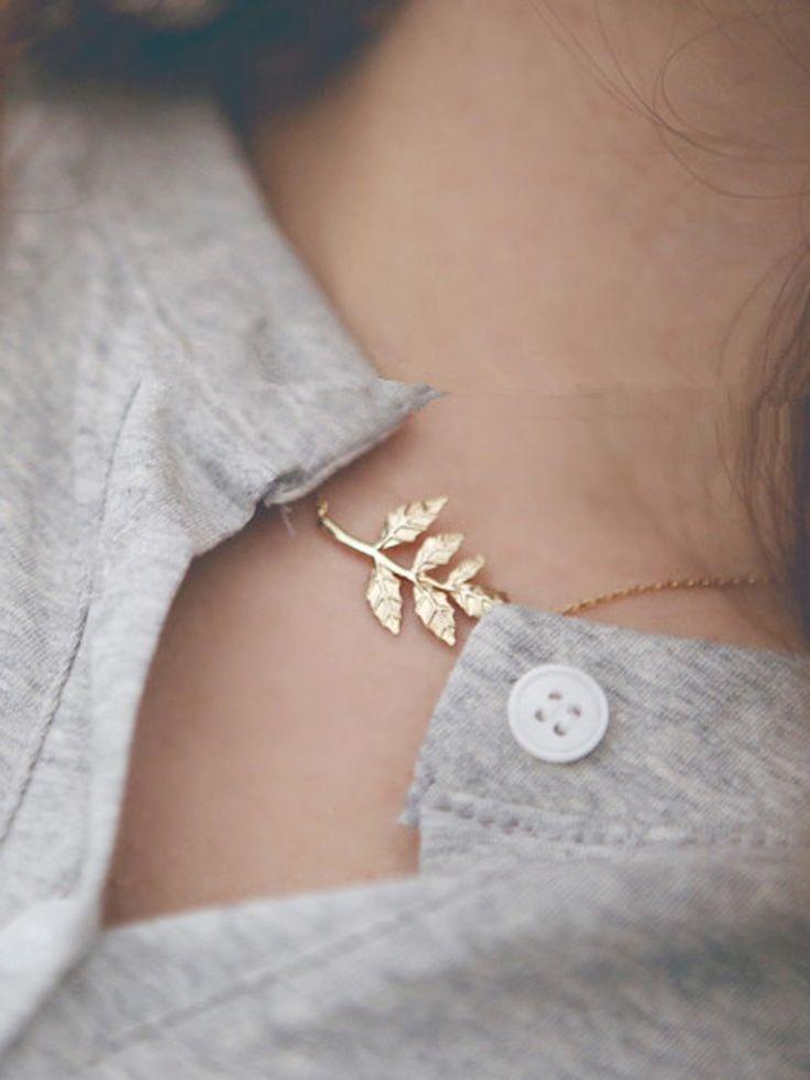 Golden Leaf Chain Necklace//