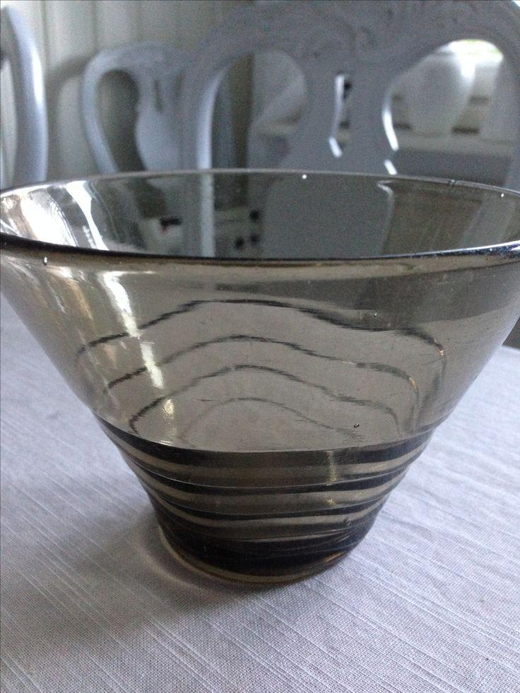 Karhulan lasitehdas ? Vanhaa suomalaista lasia