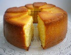 """Το κέικ αυτό είναι τ έ λ ε ι ο, μην σαν ξεγελάει η ταπεινή του εμφάνιση. Είναι όπως είπε η διπλανή μου, στο γραφείο, και μονιμη/επίτιμη δοκιμάστρια """"το αντίστοιχο του shortbread σε κέικ"""".…"""