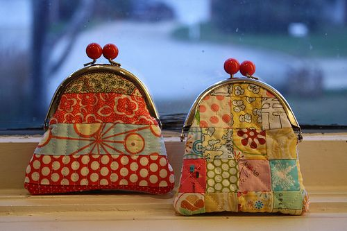 cute little quilted coin purses with tutorial