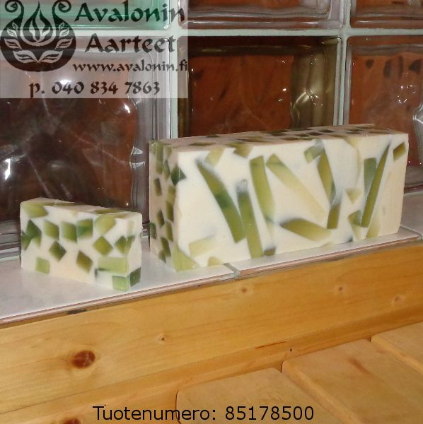 Osmia's handmade Lily of the Valley soap / Osmian käsinvalmistettu Kielosaippua.