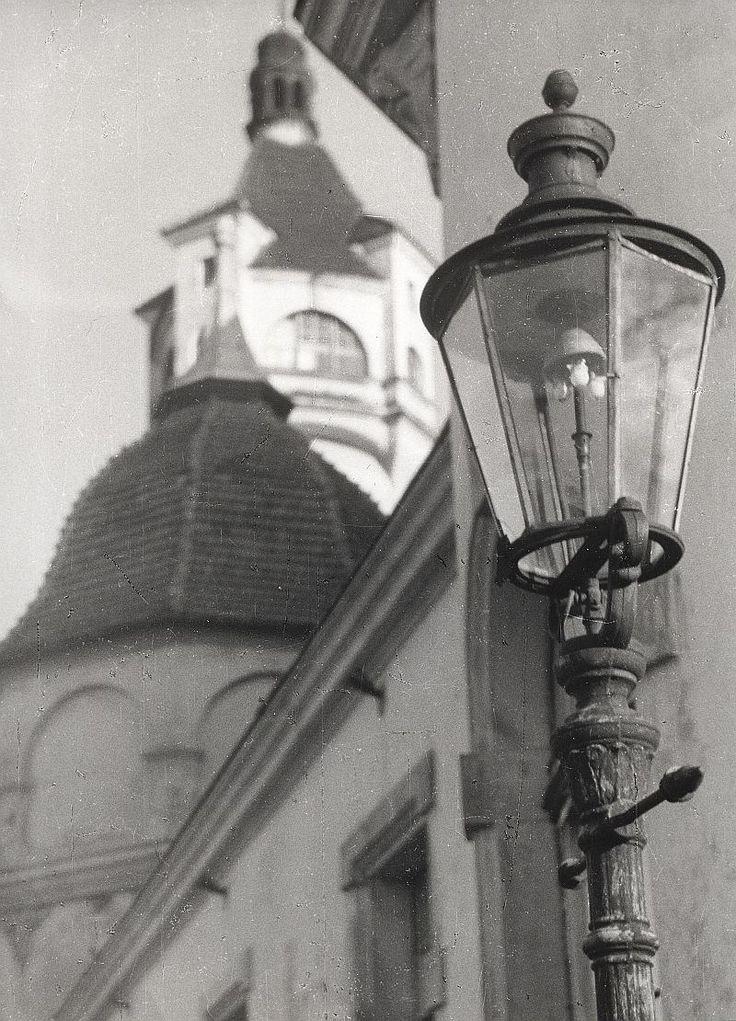Zdjęcie numer 2 w galerii - Gazowe latarnie, brydż na plaży, warszawy na ulicach - Sopot w latach 50. i 60. [ZDJĘCIA]