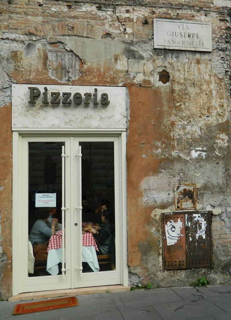Pizzería en Roma. IT