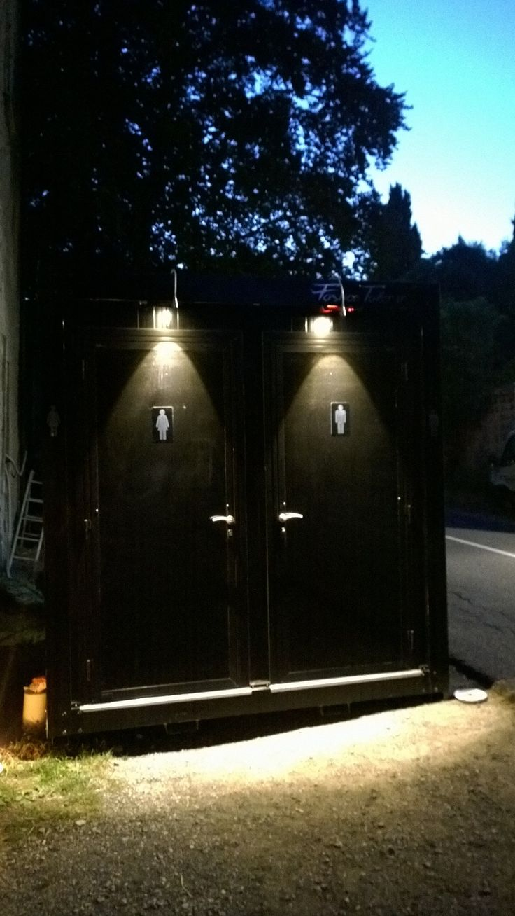 Cube by night, italian design, rent or buy it for your events or houses. www.fashiontoilet.it #cube #fashion #fashiontoilet