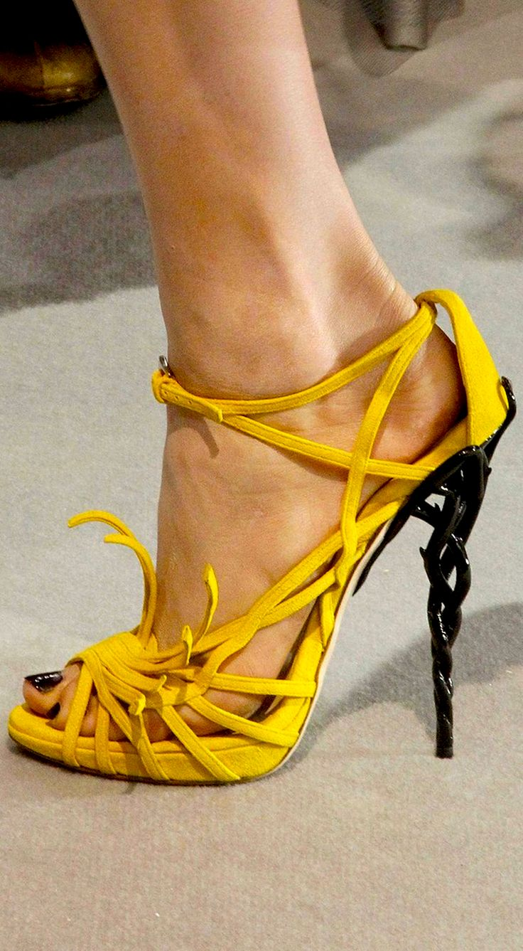 *.* Christian Dior - yellow & black shoes                                                                                                                                                                                 Plus