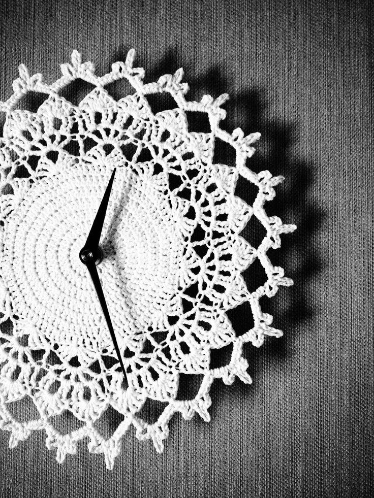 Kellon voi myös virkata - katso idea Lystikäs koti -blogista, lankana Novita Kotiväki.