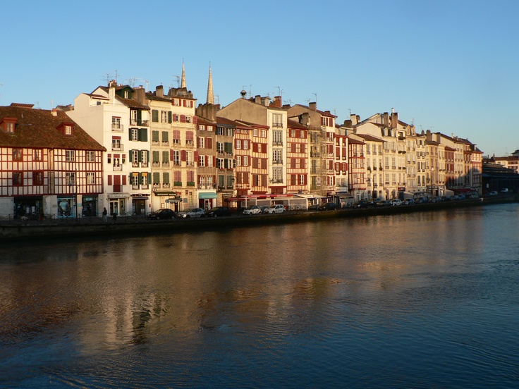 Quai de la Nive à Bayonne ©CDT64