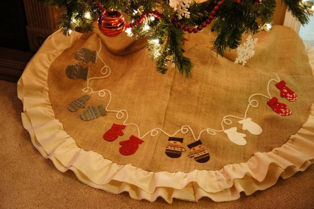 Mitten appliqued christmas tree skirt