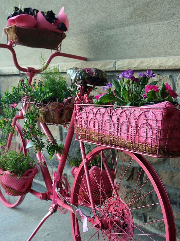 8 Clever Outdoor Upcycles >> http://blog.diynetwork.com/maderemade/2014/08/18/8-clever-outdoor-upcycles/?soc=pinterest