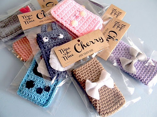 crochet  iphone cases @Michelle Flynn Flynn Miller: we should be marketing these!