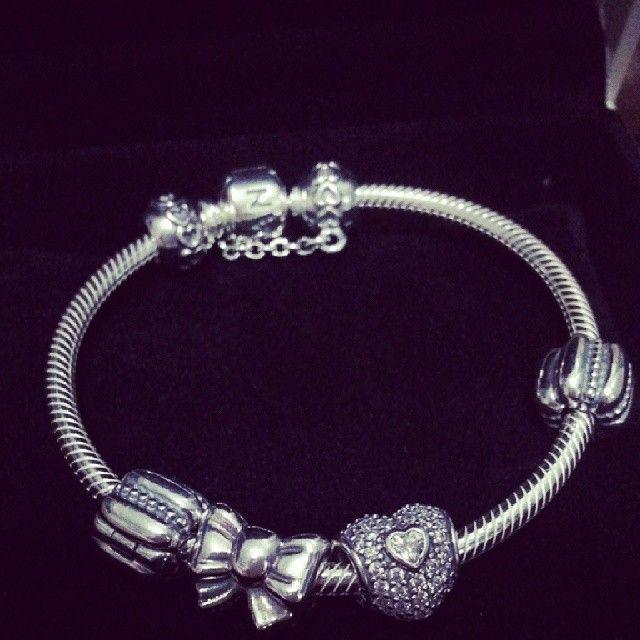 Pandora bracelet . . . Gimme gimme !